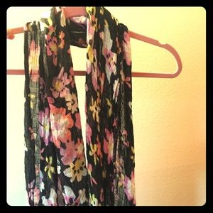 Accessories - 💕 3 for $25 💕 Floral fashion scarf